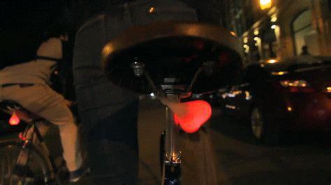 bike balls des testicules lumineux pour etre vu sur  velo