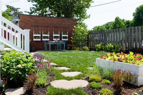 ways    small garden  bigger hgtv