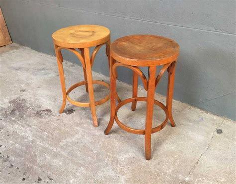 tabouret de bar ancien en bois paire tabourets baumann en bois des 233 es 50 60