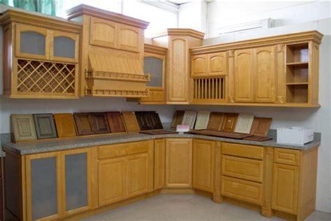 foto de muebles de cocina de madera de arce en color