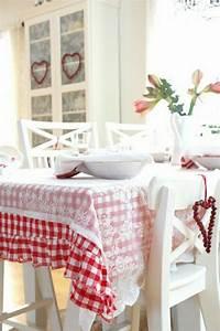101 idees pour la nappe de table un accessoire indispensable With chambre bébé design avec nappe a fleurs