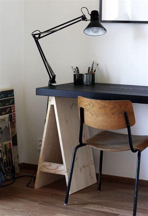 treteaux bureau une planche et deux beaux tréteaux suffisent à faire un