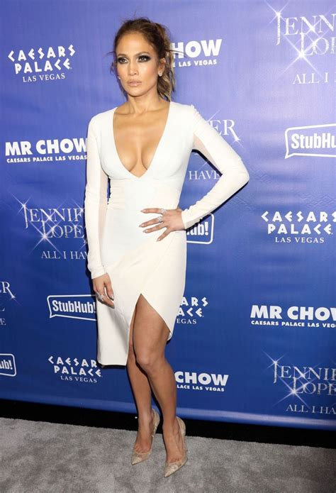 Celebrities Known For their Hourglass Bodies | StyleWe Blog