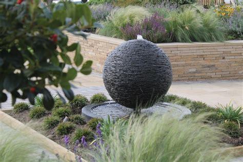 Wasserspiel Stein Garten by Brunnen Und Wasserspiele Im Garten Selber Bauen 70 Bilder