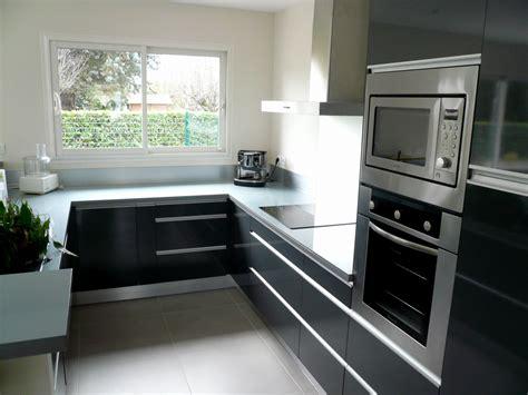 cuisine ouverte 5m2 cuisine grise fabricant de mobilier sur mesure pour