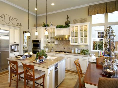 Neutral Traditional Kitchen With High Ceiling