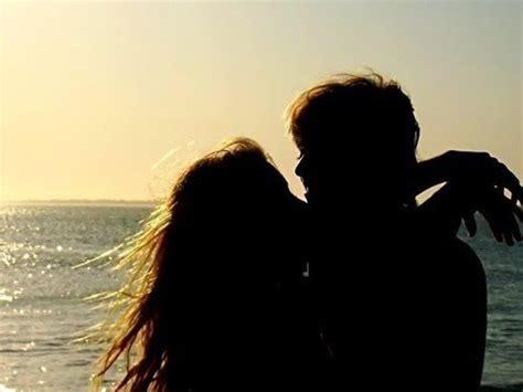 couple kiss love ocean photography image