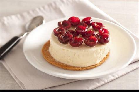 recette de cerises fra 238 ches tuile de sabl 233 breton et mousse glac 233 e aux oeufs et 224 la vanille facile