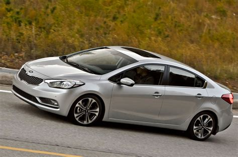 It is not available in europe, where the similar sized kia ceed is offered. KIA Cerato Sedán SX 2.0 4P AT 2017 - Conduciendo.com