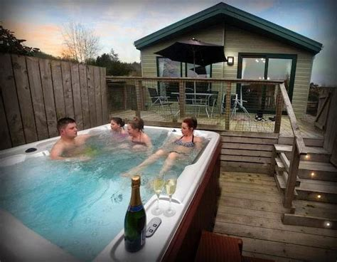 cheap lodges with tubs scotland lodges with tubs in scotland go on spoil
