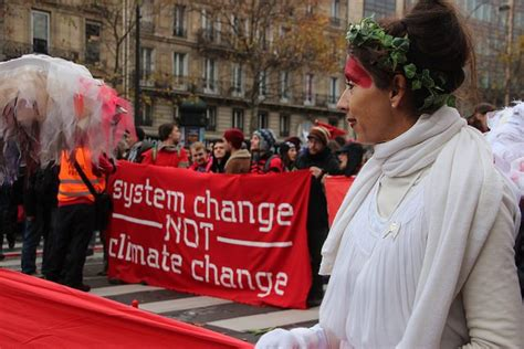 Thousands protest for #climatejustice in Paris #D12 as # ...