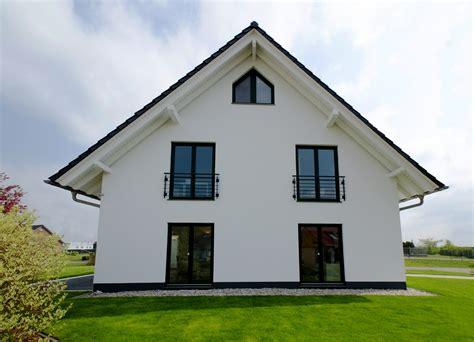 Häuser Mit Satteldach Und Garage by Cedehaus Ihre Hausbau Experten Cedehaus De Ihr