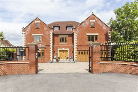 Portico  7 Bedroom House recently let in Loughton