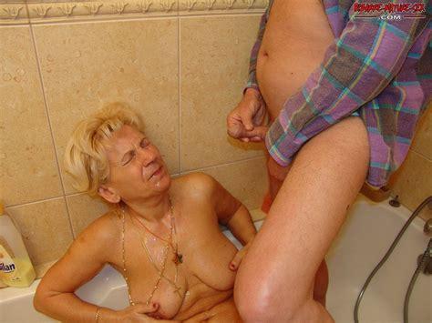 piss shower