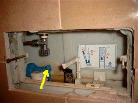 vlotter geberit afstellen inbouwreservoir wc lekt