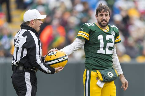 aaron rodgers leaves packers week  game  concussion evaluation acme packing company