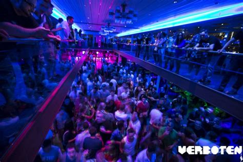 Edm Boat Cruise Nyc by Ny Yacht And Boat Charter Hornblower Infinity