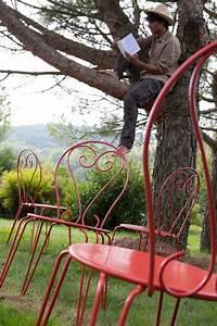 Salon De Jardin En Fer : repeindre un salon de jardin en fer directement sur la rouille ~ Teatrodelosmanantiales.com Idées de Décoration