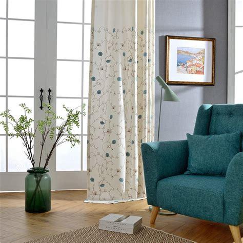 vorhänge im schlafzimmer minimalismus vorhang wei 223 blumenzweig design im schlafzimmer