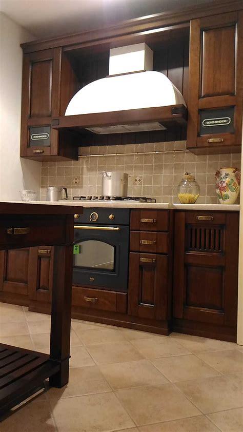 cucina con dispensa angolare offerta cucina stosa malaga noce scontata 51 angolare con