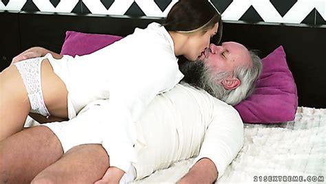 Dominica Fox Cumshot Porn Videos