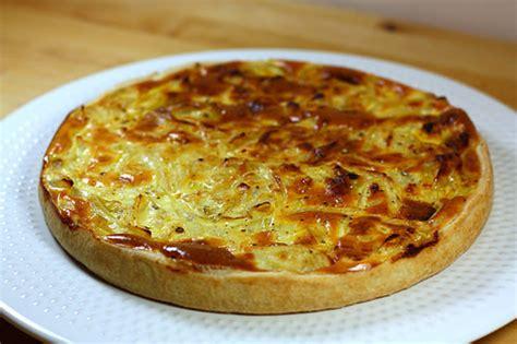 cuisiner les oignons recette de la tarte aux oignons légère ma p 39 tite cuisine