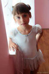 laura  set  model blog