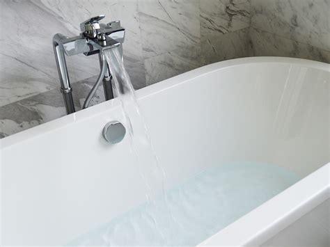 déboucher une baignoire quelques astuces pour d 233 boucher une baignoire