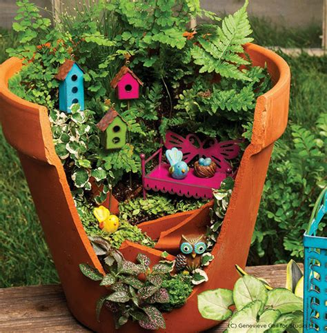 Sidewalk Christmas Lights by Broken Pots Turned Into Brilliant Diy Fairy Gardens