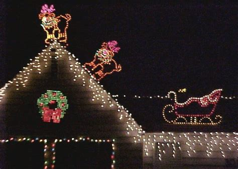 decorations wreaths and roof top exterior christmas