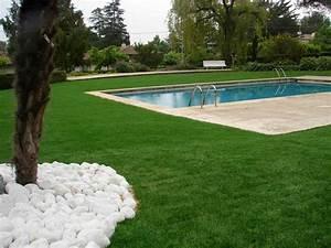 le gazon synthetique pour jardins gazon synthetique With amenagement jardin sans pelouse 14 poser du gazon synthetique