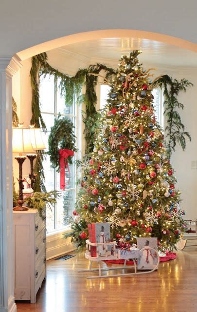 stunning christmas tree  beautifully decorated holiday
