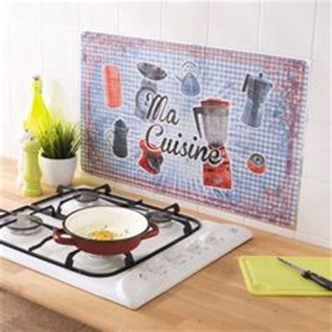 anti eclaboussure cuisine esprit rétro pour cette plaque en métal décorée aux