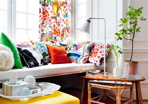 how many throw pillows on a sofa how to your couch with pillows that match your