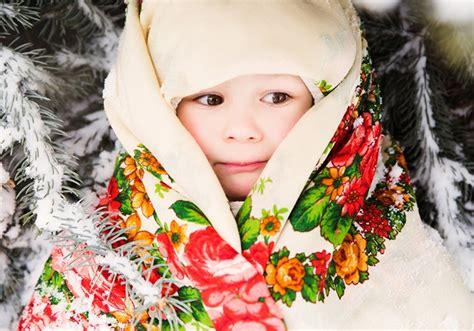 Slāvu stila lakats ar košiem ziedu rakstiem - Decembris ...