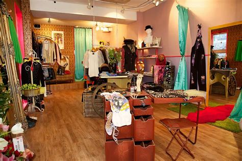How To Buy Vintage Clothing From Online Store