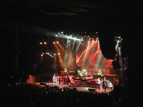 maroon 5 opening act maroon 5 s got the moves like jagger and so does train