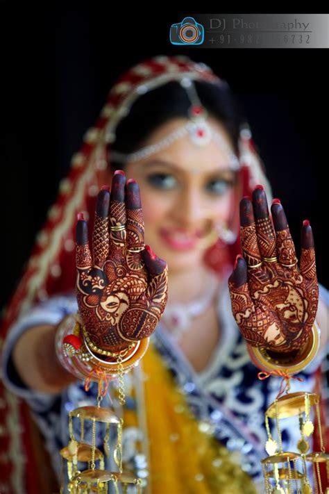 bride indian wedding photography mahendi dulhan