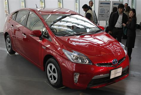 Electric Car Fuel by Toyota Beefs Up Green Vehicles Plans Electric Car For