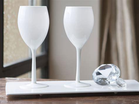 pied table cuisine verre à vin à pied en verre opaque blanc 50 cl set de 4