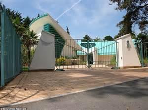 thunderbirds house based  tracy island   sale