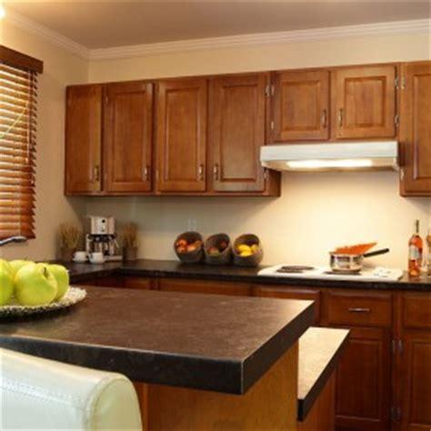 cuisine comptoir bois comptoir de cuisine 8 astuces pour rafrachir la cuisine