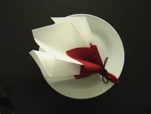 pliage serviettes mariage pliage serviette décoration table bouquet de printemps