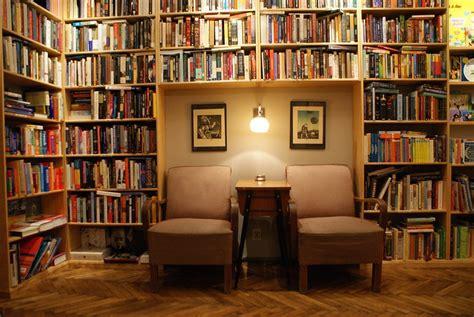 Librerie Universitarie A Roma by Massolit Caf 233 Librairie 224 Cracovie Joli Et Agr 233 Able