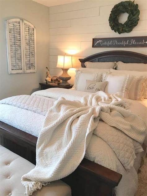 farmhouse room ideas 39 best farmhouse bedroom design and decor ideas for 2017