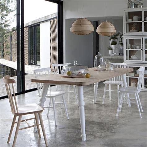 chaise noir et blanc 17 idées déco de chaises en bois esprit scandinave