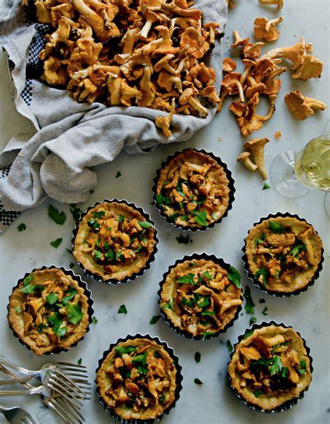 recette de cuisine d automne tartelettes de girolles et crème d ail pour 6 personnes
