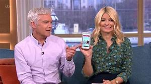 Holly Willoughby can't stop laughing after reading ...