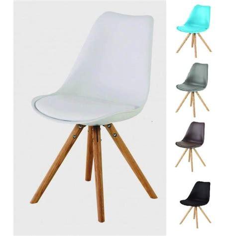 chaise pieds bois chaise coque plastique pied bois table de lit