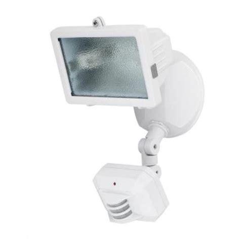 globe electric 150 watt halogen outdoor white motion